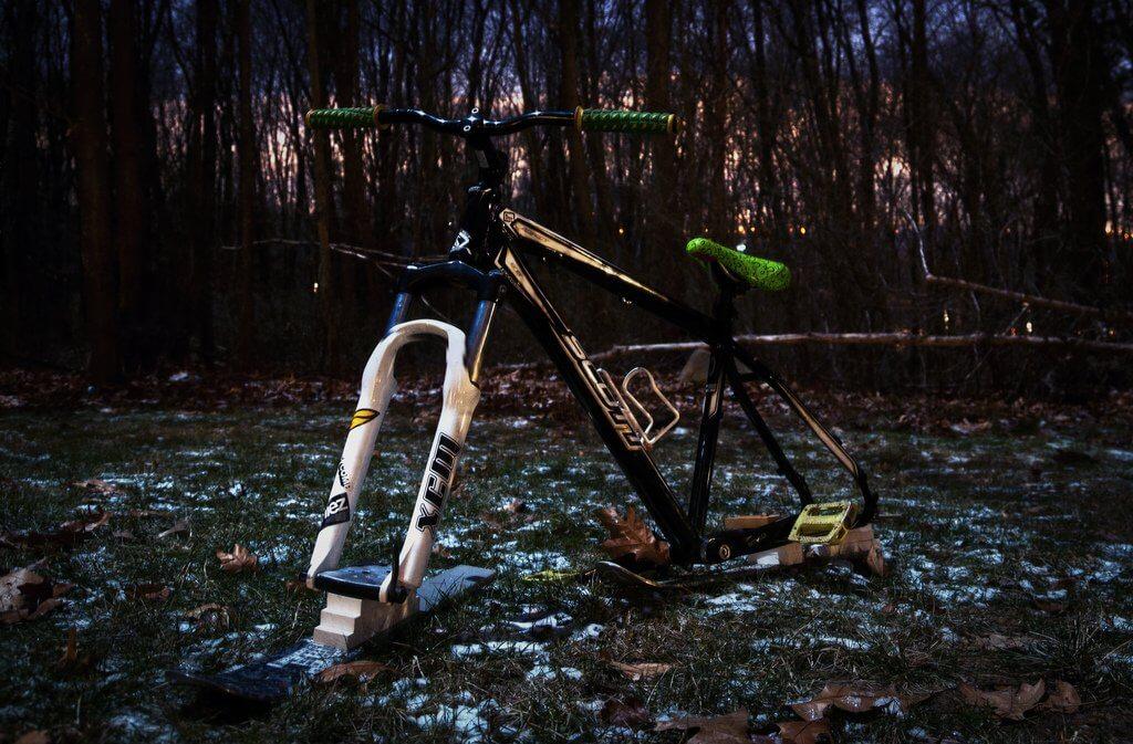 przykładowy ski bike z bambusa