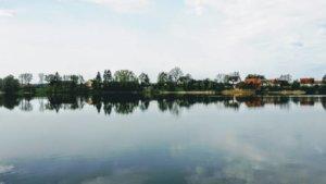 Z rowerem na Mazury jezioro lustro