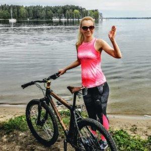 Z rowerem na Mazury machanie rower z bambusa i jezioro