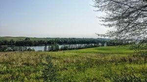 Z rowerem na Mazury widok na jezioro