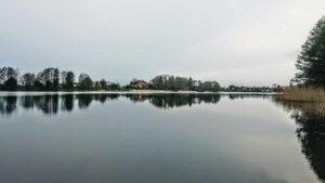 Z rowerem na Mazury jezioro