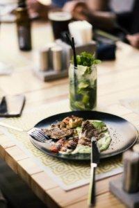 Kolarskie tips & tricks jedzenie na talerzu