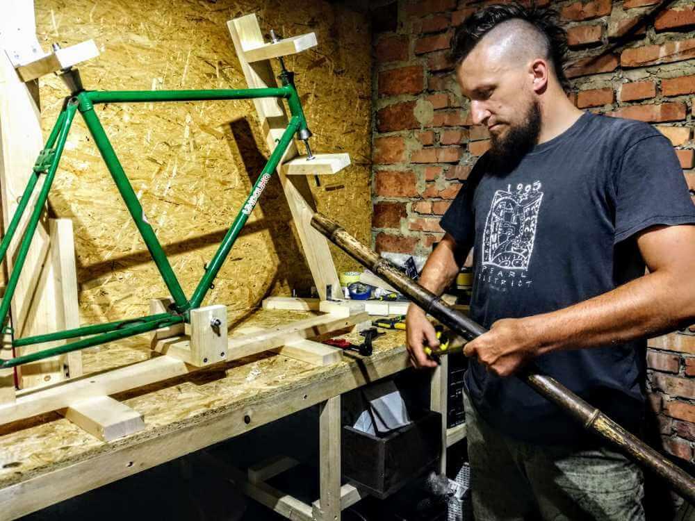 Montaż bambusowych tyczek