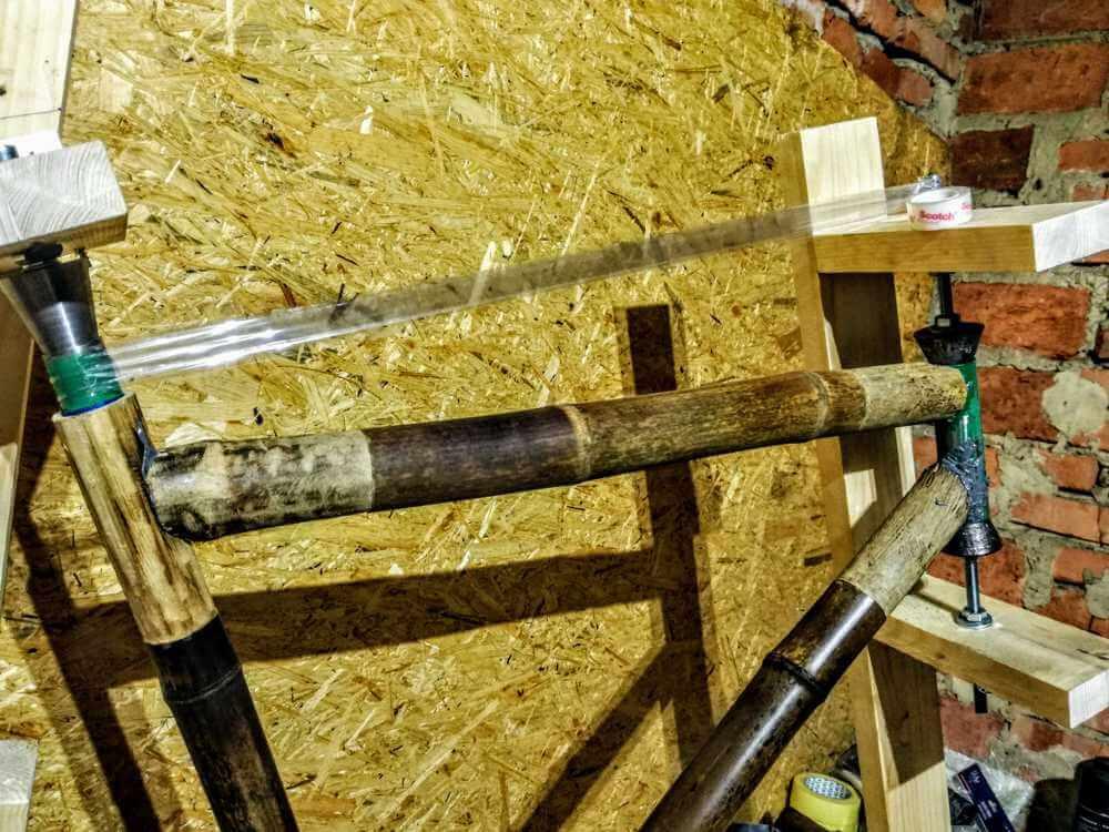 montaż bambusowych tyczek klejenie 1